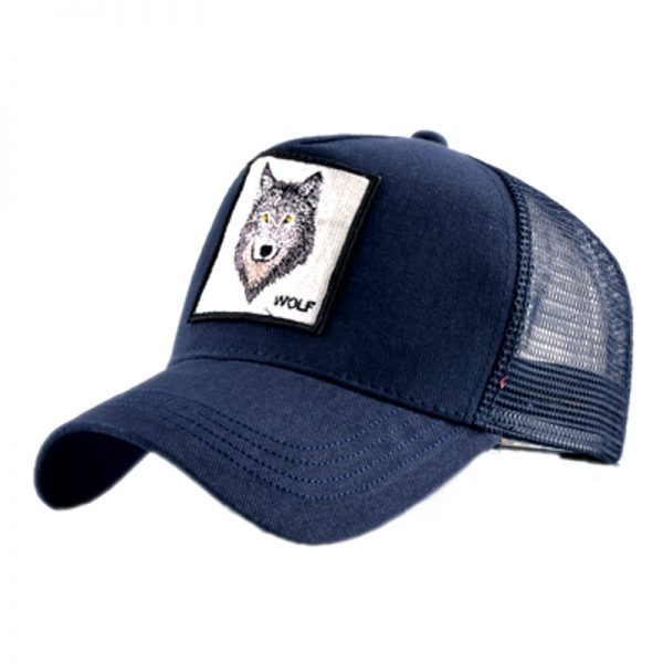 """Casquette bleu marine avec un logo d'une tête de loup et une écriture """"wolf"""""""