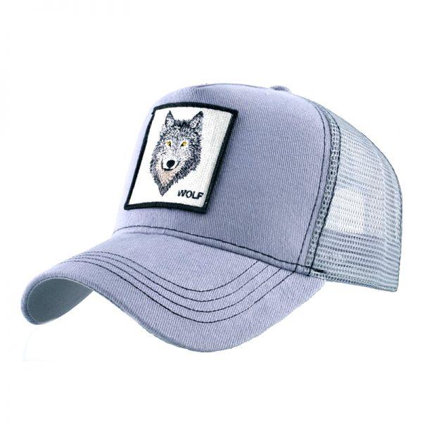 """Casquette grise avec un logo d'une tête de loup et une écriture """"wolf"""""""
