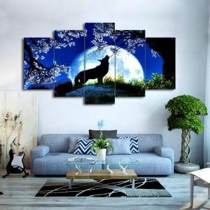 Tableau Loup Pleine Lune sur un mur dans un salon