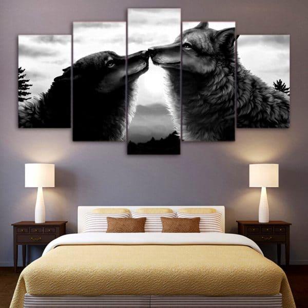 Tableau Loup Amour sur un mur dans une chambre