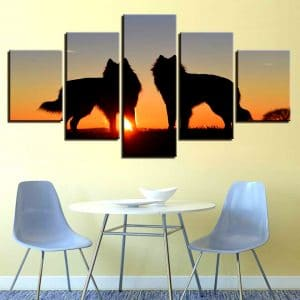 Tableau Loup Coucher de Soleil sur un mur dans une salle à manger