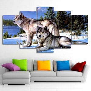 Tableau Loup Neige sur un mur dans un salon