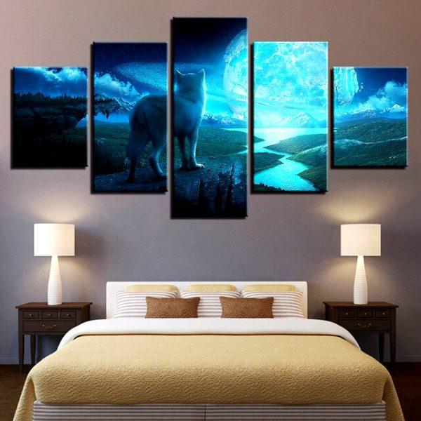 Tableau Loup Paysage Fantastique sur un mur dans une chambre