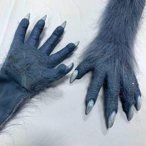 Déguisement Loup Homme vue sur les griffes de loup