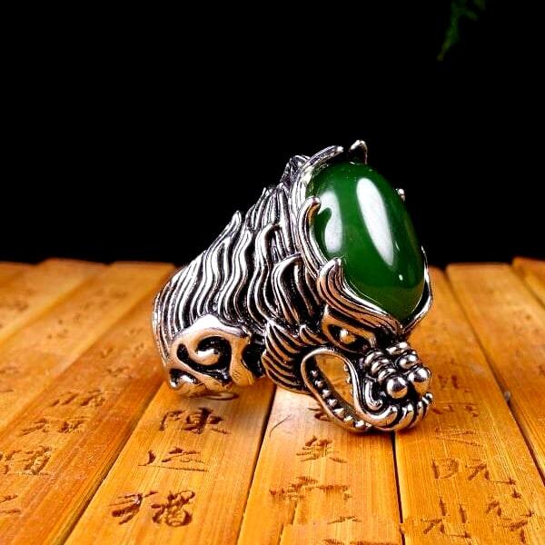 Bague Loup Jade Vert vue de coté
