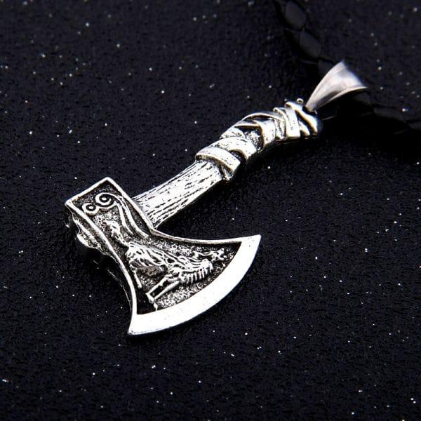 Collier Loup Viking Hache sur fond noir