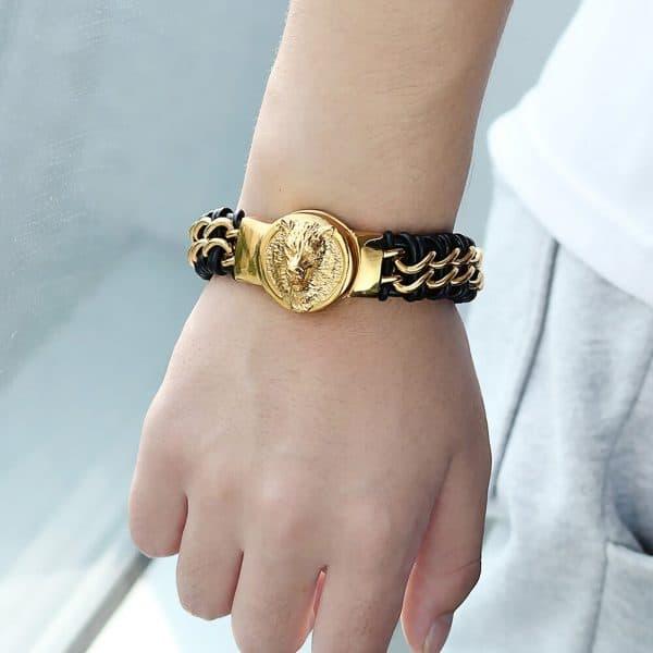 Bracelet Loup Plaqué Or vue sur un poignet