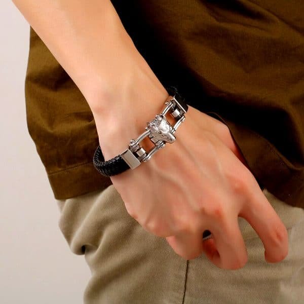 Bracelet Loup Couleur Argent vue sur un poignet